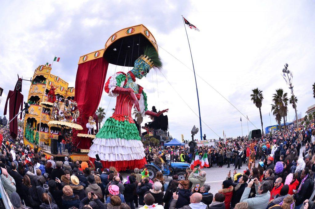 Ventisette Trattori Per Il Carnevale Di Viareggio Argo Tractors